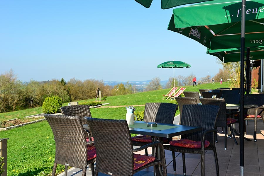 Michel Hotel Waldkirchen - Garden and terrace